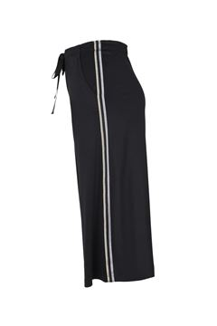 Picture of black wide-leg 3/4-trousers