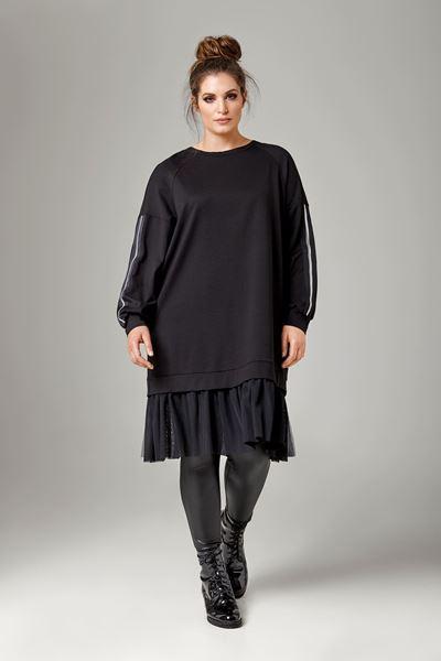 Image de robe avec ourlet en tulle