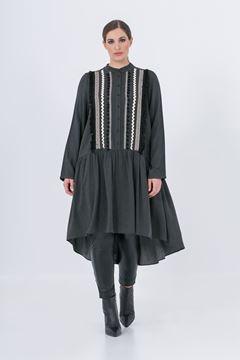 Bild von Schwarzes Kleid mit Stickerei