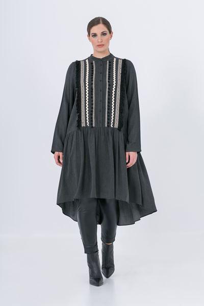 Image de Robe noire avec broderies